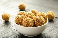 De ballen van de het Sesamzaadrietsuiker van de veganistsnack Royalty-vrije Stock Foto