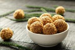 De ballen van de het Sesamzaadrietsuiker van de veganistsnack Stock Afbeeldingen