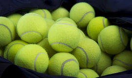 De ballen van het tennis en dragen zak Stock Foto's