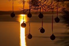 De ballen van Kerstmis bij zonsondergang 1 Stock Foto's