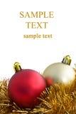 De ballen van Kerstmis die op witte achtergrond worden geïsoleerd stock foto