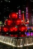 De Ballen van Kerstmis en de RadioZaal van de Muziek van de Stad Royalty-vrije Stock Foto's