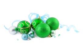 De ballen van Kerstmis met een blauw lint Royalty-vrije Stock Foto's