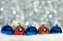 De ballen van Kerstmis op abstracte achtergrond Royalty-vrije Stock Afbeelding