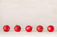 De ballen van Kerstmis op abstracte achtergrond Royalty-vrije Stock Foto's