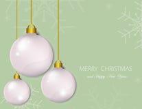 De ballen van Kerstmis op groene achtergrond Sneeuwvlok vectorillustratie Stock Foto