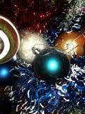 De ballen van de nieuwjaarvakantie, slinger en tinse royalty-vrije stock foto's