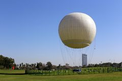De ballon is lichter dan de lucht stock afbeelding