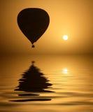De Ballon van de hete Lucht en de Zon Stock Afbeelding