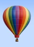 De Ballon van de hete Lucht tegen Blauwe Hemel Stock Foto