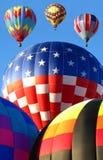 De Ballons die van de hete Lucht bij de Fiesta van de Ballon lanceren stock foto's
