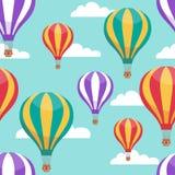 De ballons van de beeldverhaal hete lucht in blauw hemel vector naadloos patroon voor het concept van de luchtreis vector illustratie