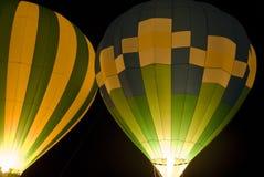 De Ballons van de hete Lucht bij Nacht stock foto's