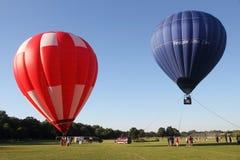 De Ballons van de hete Lucht treffen voor start voorbereidingen Royalty-vrije Stock Fotografie