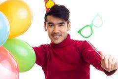De ballons van de jonge mensenholding Stock Fotografie