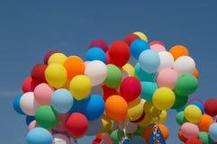De ballons van de kleur in diepe blauwe hemel 1 Royalty-vrije Stock Foto