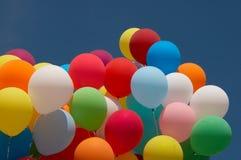 De ballons van de kleur in diepe blauwe hemel 6 Royalty-vrije Stock Afbeeldingen