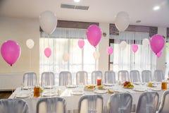 De ballons van de lijstdecoratie voor kindverjaardag Stock Foto's