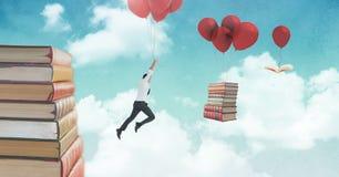 De ballons van de mensenholding en drijvende boeken op ballons in surreal hemel Royalty-vrije Stock Afbeelding