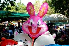 De ballons worden gemaakt met een konijngezicht royalty-vrije stock afbeeldingen