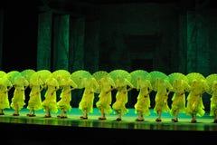 De bamboepantoffels en behangen de paraplu-tweede handeling van de gebeurtenissen van dans drama-Shawan van het verleden Royalty-vrije Stock Afbeeldingen