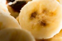 De banaan snijdt achtergrond Stock Afbeelding