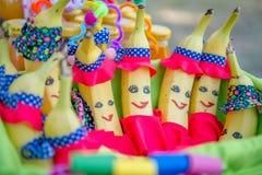 De bananen van de de decoratiepret van de verjaardagspartij stock foto's