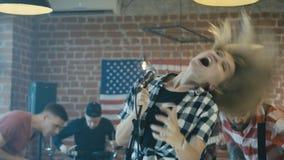 De band repeteert de show stock video