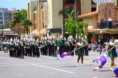 De Band van de muziek in Burbank op Parade Stock Afbeeldingen
