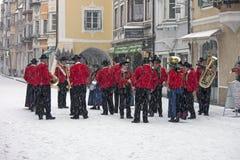 De band van de muziek in traditionele kostuums Stock Fotografie