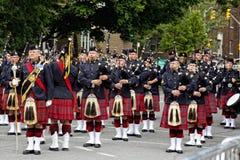 De Band van de pijp om Koningin Elizabeth II te begroeten Royalty-vrije Stock Foto