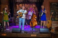 De band van Nice het spelen in Verbodskeuken gastropub in de Historische Kust van Florida royalty-vrije stock fotografie