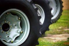 De Banden van de tractor Stock Afbeeldingen
