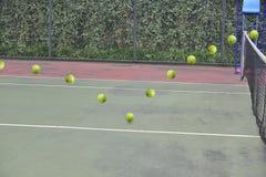 De banen van de tennisbal stock afbeeldingen