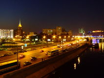 De bank van de Moskvarivier in Moskou Royalty-vrije Stock Afbeeldingen