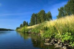 De bank van de rivier royalty-vrije stock afbeeldingen