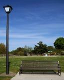 De bank van het park in de herfst royalty-vrije illustratie