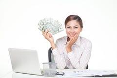 de bankbiljetten van de V.S. van de bedrijfsvrouwengreep ter beschikking Stock Foto's