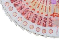 De bankbiljetten van 5000 Russische roebels worden rond gevestigd Royalty-vrije Stock Foto