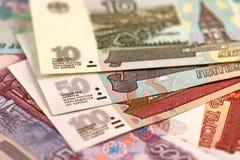 De bankbiljetten van verschillende Russische roebels Royalty-vrije Stock Foto's