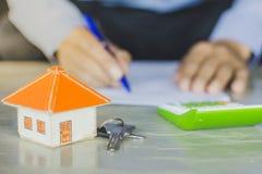 De banken keuren leningen goed om huizen te kopen Concept 6 van onroerende goederen royalty-vrije stock afbeelding