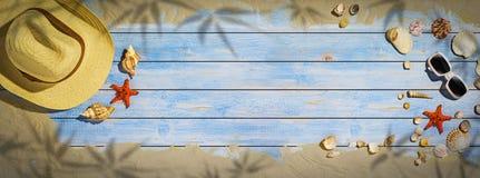 De banner van de de zomervakantie - seashel en stervissen op houten vloer Royalty-vrije Stock Foto