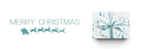 De Banner van Kerstmis Mooie die Kerstmisgift op witte achtergrond wordt geïsoleerd Het turkoois kleurde verpakte Kerstmisdoos royalty-vrije stock foto