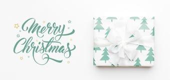 De Banner van Kerstmis Mooie die Kerstmisgift op witte achtergrond wordt geïsoleerd Het turkoois kleurde verpakte Kerstmisdoos Gi royalty-vrije stock afbeelding
