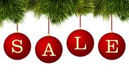De bannerreclame van de Kerstmisverkoop - rode snuisterijen met pijnboomtakken Royalty-vrije Stock Afbeeldingen