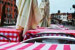 De bar en de historische gebouwen, sluiten omhoog, in Venetië, Italië Royalty-vrije Stock Afbeeldingen