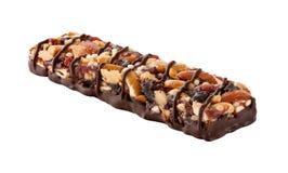 De Bar van de chocoladeenergie met Vruchten en Noten Stock Foto's