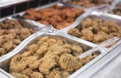 De bar van de kippenvleugel met verschillende aromaselecties Royalty-vrije Stock Fotografie