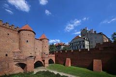 De Barbacane is een opnieuw opgebouwd element van het complexe vestingwerk van de de 16de eeuwstad royalty-vrije stock foto's