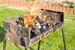 De barbecuegrill van de binnenplaats stock foto's